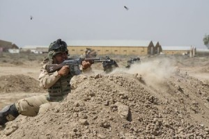 Iraqi soldiers train with members of the U.S. Army 3rd Brigade Combat Team, 82nd Airborne Division, at Camp Taji, Iraq, in this U.S. Army photo released June 2, 2015.  REUTERS/U.S. Army/Sgt. Cody Quinn/Handout