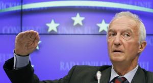 European Union's Counter-Terrorism Coordinator Gilles de Kerchove addresses a news conference in Brussels September 5, 2011. REUTERS/Thierry Roge   (BELGIUM - Tags: POLITICS CONFLICT HEADSHOT) - RTR2QTSR