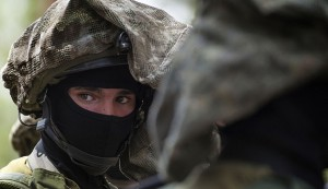 An Israeli special forces member looks on during a visit by U.S. Defense Secretary Chuck Hagel (not pictured) to a military K-9 unit training site at an army base near Tel Aviv April 23, 2013. REUTERS/Jim Watson/Pool (ISRAEL - Tags: POLITICS MILITARY) - RTXYWQZ