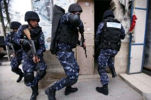 palestinian-authority-security-forces-raiding-home