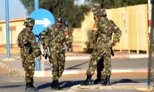 Algerian soldiers secure airport