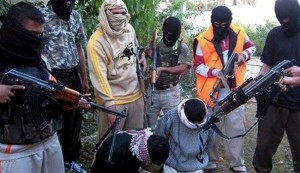 Members of al-Qaeda-linked Islamic State in Iraq and the Levant (ISIL) prepare to kill two prisoners in an area in Syria. (File photo)