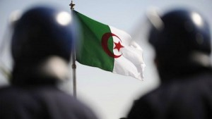 algerian-flag-with-soldiers-standing