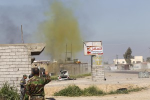 A chlorine-tinged cloud of smoke rises into the air from a bomb detonated by Iraqi army and Shi'ite fighters from Hashid Shaabi forces, in the town of al-Alam in Salahuddin province March 10, 2015. Islamic State fighters traded sniper fire and mortar rounds with Iraqi troops and allied Shi'ite militia forces on Sunday in the city of Tikrit amid further reports the militants had obtained chlorine for possible use as a chemical weapon. Picture taken March 10, 2015. REUTERS/Thaier Al-Sudani (IRAQ - Tags: POLITICS CIVIL UNREST CONFLICT TPX IMAGES OF THE DAY) - RTR4TGF8
