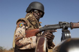 A Malian soldier stands guard as Mali's President Dioncounda Traore visits French troops at an air base in Bamako, Mali January 16, 2013. REUTERS/Joe Penney (MALI - Tags: POLITICS MILITARY)