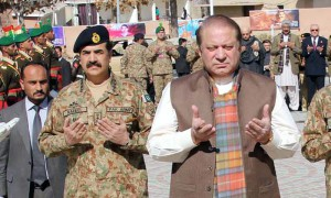 QUETTA, PAKISTAN, JAN 30: Prime Minister, Muhammad Nawaz Sharif offers Fateha after  laying floral wreath at Yadgar-e-Shohada during his visit at Quetta Cantonment on Thursday,  January 30, 2014. Chief of Army Staff, General Raheel Sharif also present on this occasion.  (PPI Images).
