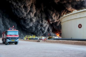 Fire rises from an oil tank in the port of Es Sider, in Ras Lanuf, Libya, January 6, 2016.  REUTERS/Stringer