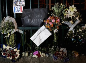 """Flowers and banners are pictured, as a tribute to the victims of Paris attacks last weekend, at the gate of French embassy in La Paz, Bolivia November 18, 2015.Banners read """"I'm Paris and """"We are with you"""". REUTERS/David Mercado"""