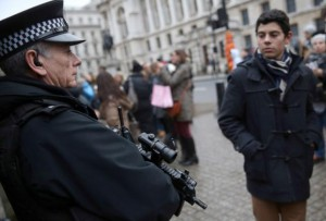 A tourist looks at an armed police officer's weapon in central London, Britain January 02, 2016.  REUTERS/Neil Hall