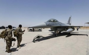 U.S. Army soldiers look at a F-16 fighter jet during an official ceremony to receive four of these aircrafts from the U.S., at a military base in Balad, Iraq, July 20, 2015. REUTERS/Thaier Al-Sudani/Files