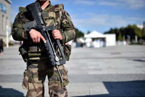 French-soldier-patrols-durin