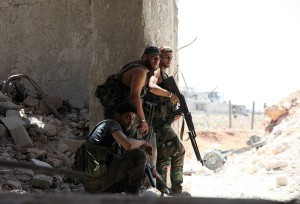 epa05438562 Syrian soldiers man positions during clashes against armed groups in the area around Aleppo, Syria, 23 July 2016. Aleppo is suffering a surge of violence since late April, which worsened last month. For more than five years Syria has been the scene of a conflict that has killed more than 280,000 people, according to figures released by Syrian Observatory for Human Rights.  EPA/STR