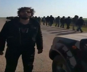 31F3226B00000578-3480094-DesertersL_An_amateur_video_shows_the_more_than_a_dozen_ISIS_des-a-25_1457346992696