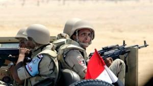 Mideast-Egypt-Suez-Ca_Horo-1