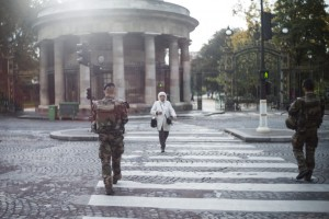 epa05625099 (06/15) French soldiers patrol in Paris, France, 05 November 2016. Following the Charlie Hebdo terrorist attack on 07 January 2015, the French government launched a military operation called 'Sentinelle' and deployed French soldiers over the territory to patrol sensitive areas. The manpower was increased to 10,000 soldiers after the terror attacks that occurred in Paris on 13 November 2015.  EPA/YOAN VALAT PLEASE REFER TO ADVISORY NOTICE (epa05625093) FOR FULL PACKAGE TEXT
