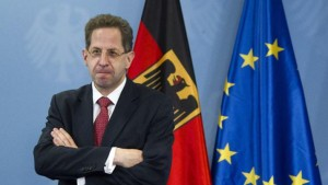 The new president of Germany's intelligence agency, the Verfassungsschutz, Hans-Georg Maassen, poses for pictures before being handed the letter of appointment in Berlin, August 1, 2012. REUTERS/Thomas Peter (GERMANY - Tags: POLITICS) - RTR35SMS